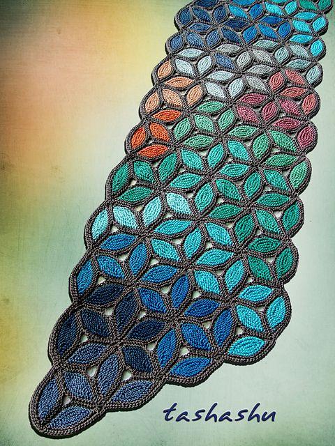 gestrickter Schal mit Blättern - ist der nicht toll? ----- Ravelry: Knitted Scarf Murano pattern by Svetlana Gordon