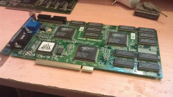 3Dfx Voodoo 2 12 Mb PCI, un must accélération 3D, pouvait être mise en SLI