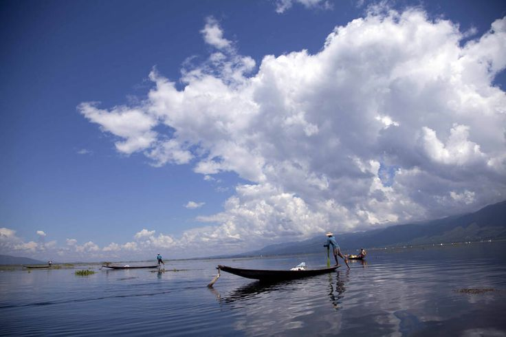 Ethnic Inntha fishermen on boats use their fishing net in Inlay lake, Nyaung Shwe township, southern Shan State, Myanmar, Wednesday, Oct. 1, 2014. (AP Photo/Khin Maung Win)