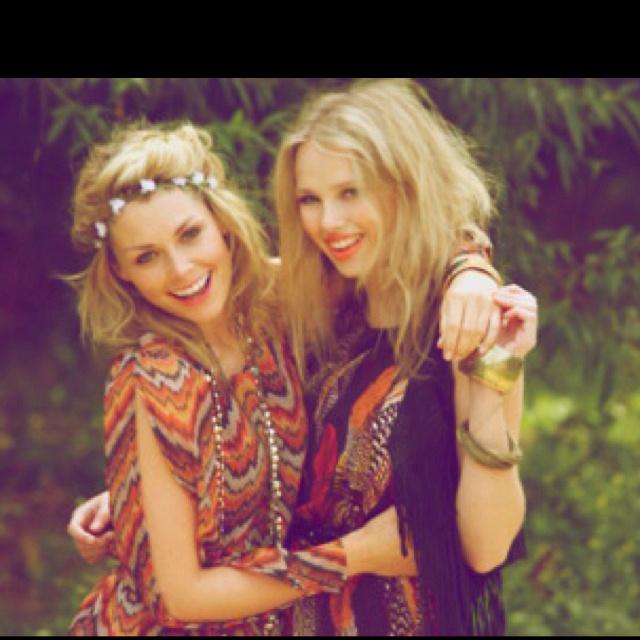 : Flowers Headbands, Gypsy Style, Bohemian Looks, Flowers Crowns, Flowers Girls, Flowers Hair, Happy Pictures, Bohemian Style, Fashion Women