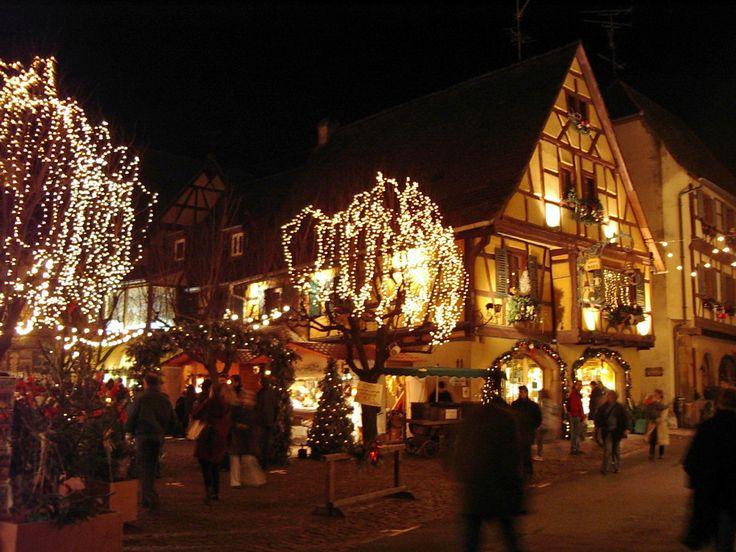 Pendant tout le mois de décembre, faites un petit tour aux marchés de Noël 2013 dans les plus belles régions de France : Nantes, Lyon, Nice, Marseille, Strasbourg, Montpellier, Paris, Lille, Bordeaux et Toulouse