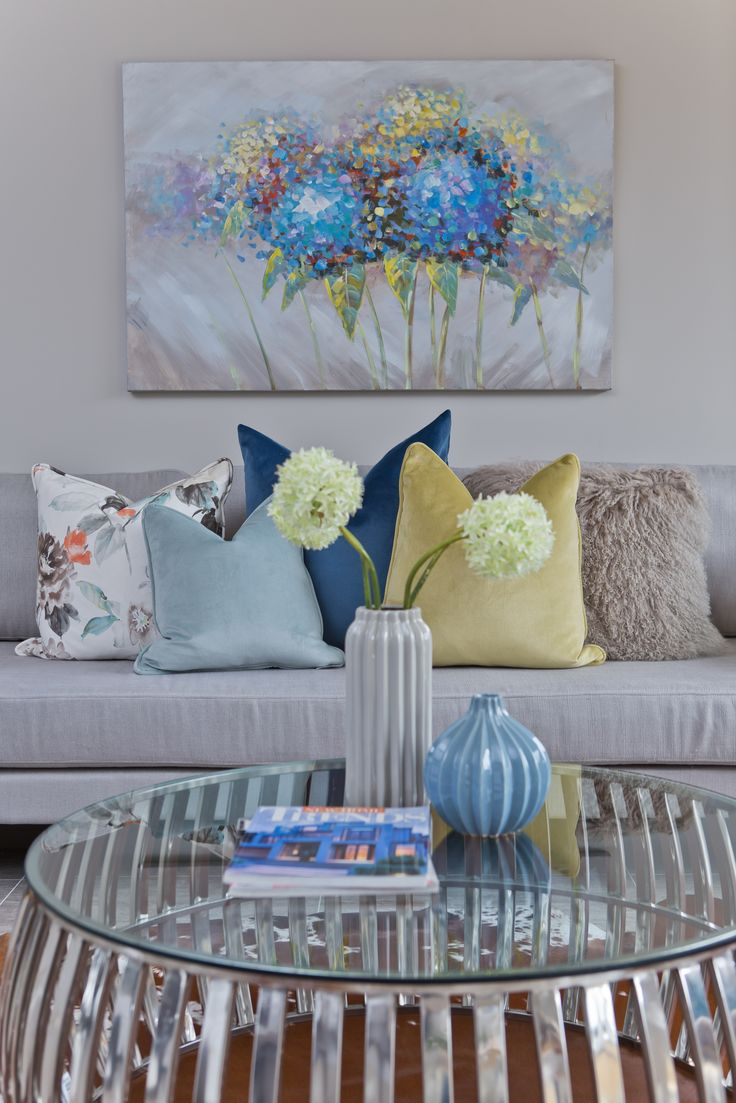 Home Staging | Interior Design Bright colorful living room
