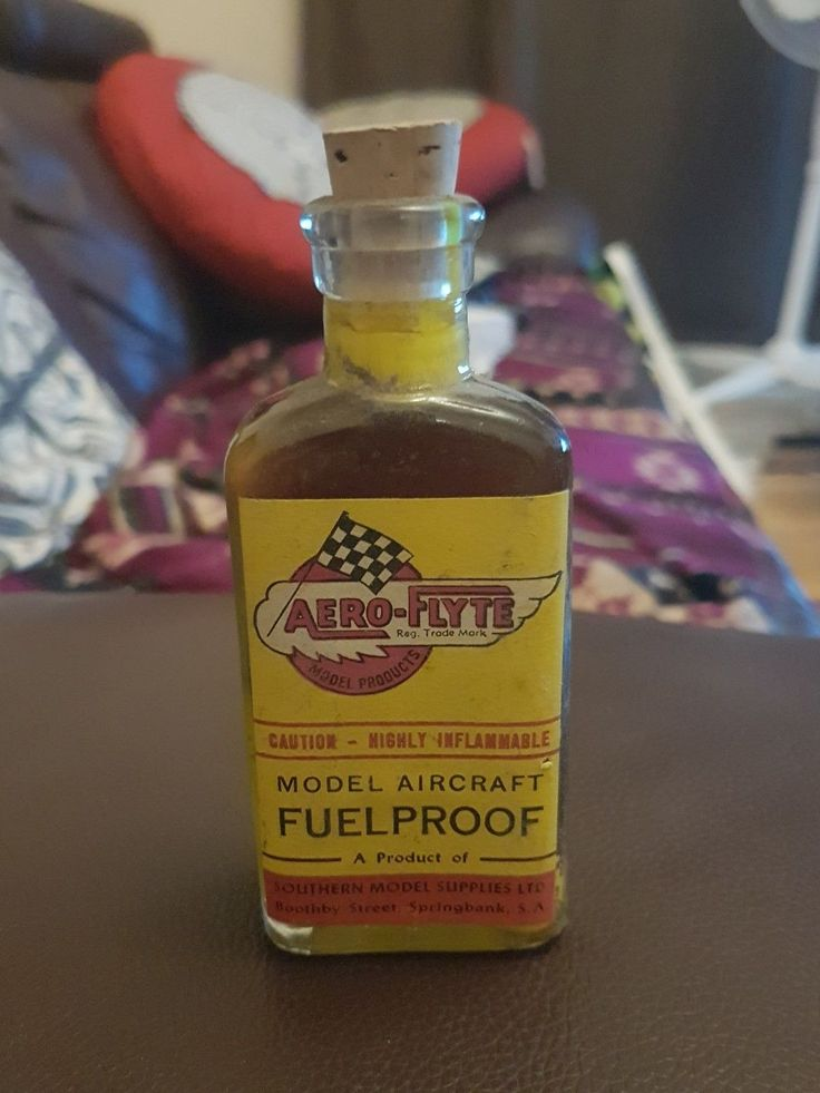 RARE AUSTRALIAN BOTTLE, 1960s AERO-FLYTE MODEL AIRCRAFT FUELPROOF
