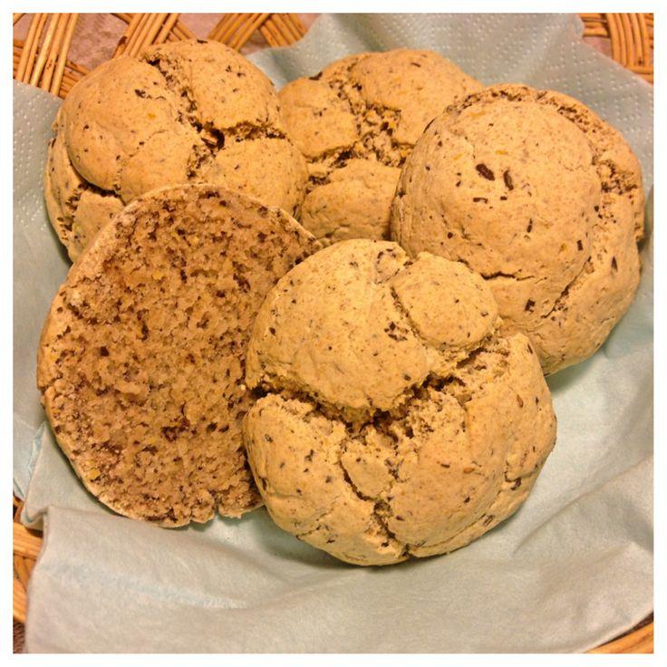 Ett glutenfritt bröd med seg, hållbar konsistens och krispig yta. Recept är naturligt gluten-, ägg- och mjölkfritt, helt utan konstiga tillsatser. Läs mer om Tapioka på sidan om äggfri bakning... o...