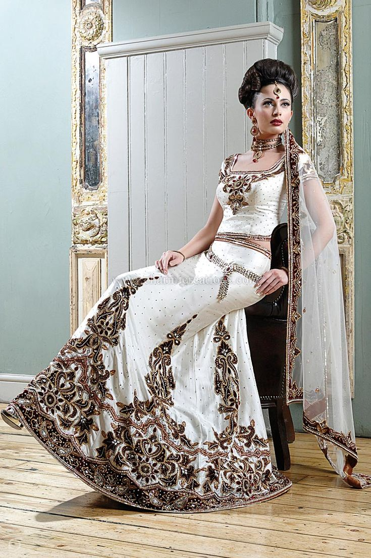 48 best wedding clothes images on Pinterest | Bollywood saree ...
