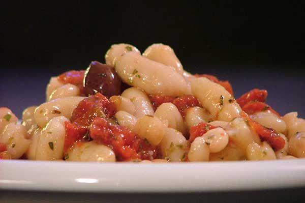 Insalata di fagioli, pomodorini e olive