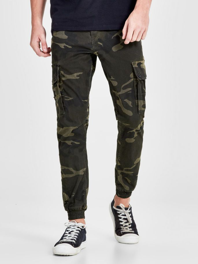 Anti fit green camo cargo pants with stretch to ensure comfort - PAUL WARNER AKM 280 | JACK & JONES #camouflage