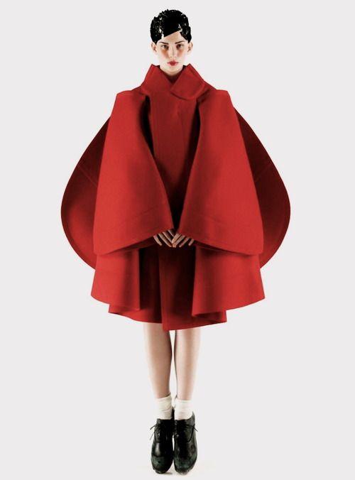 Voluminous, sculptural fashion : like an angel,  Mark Segal