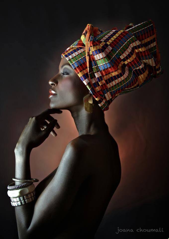 Joana Choumali, da Costa do Marfim. Modelo: Jessy Okpo / maquiagem: Madoussou Kone pour NOAYA