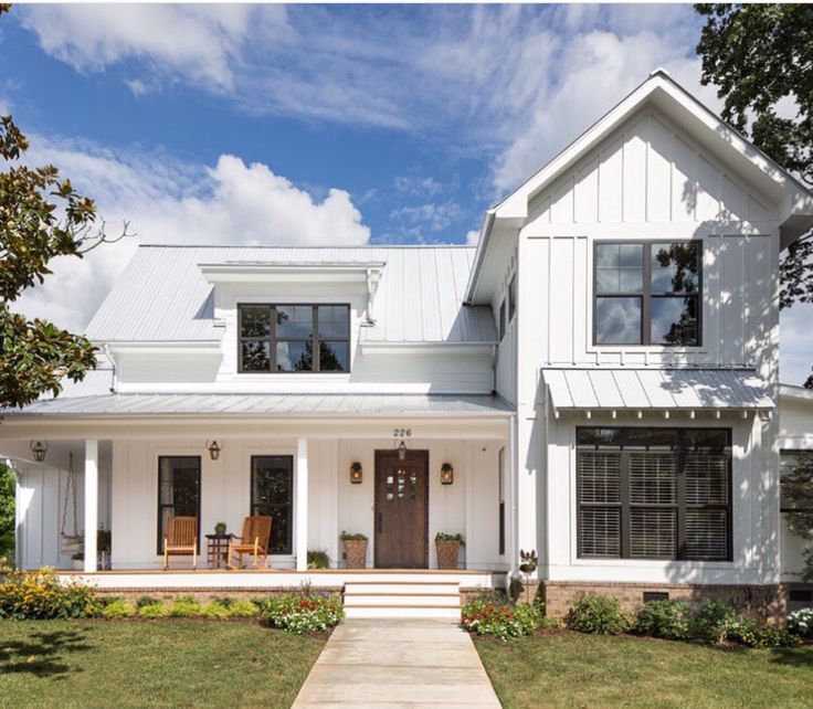 Best 25 vertical siding ideas on pinterest board and for Industrial farmhouse exterior