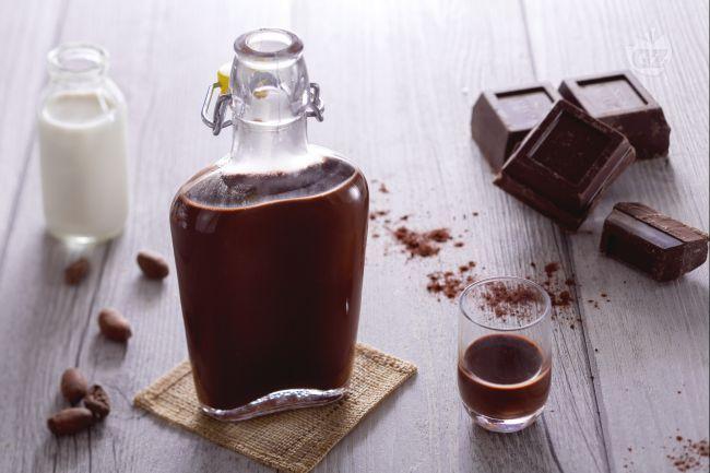 Il liquore al cioccolato è delizioso liquore cremoso, ideale per scaldare i cuori nelle sere d'inverno!