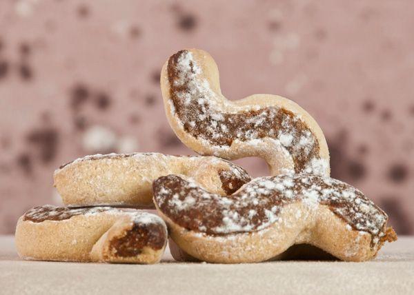 I nucatoli o nucatuli, sono dolci siciliani a forma di sigaro che venivano realizzati anticamente con una base di pasta frolla senza uova, e ripieno di frutta secca e candita. Sono tipici di Butera, un comune …