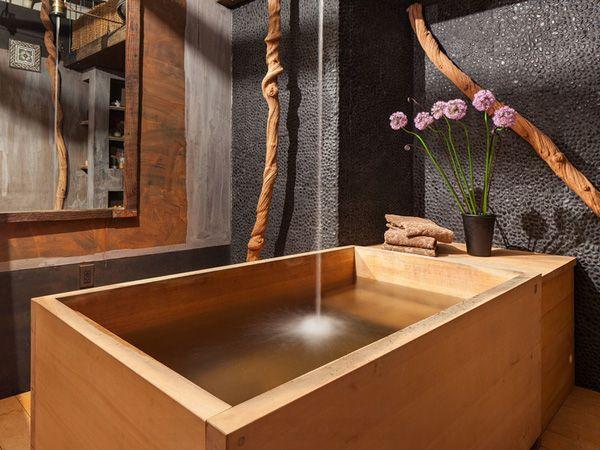 Modernes Badezimmer Holz Design Mit Freistehender Rechteckiger Badewanne  Holz