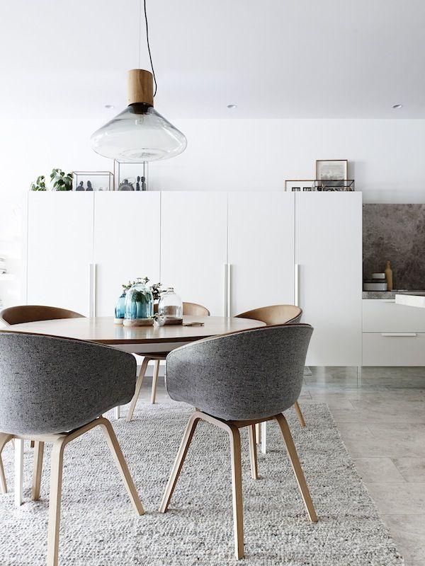 Mooie tafel plus stoelen