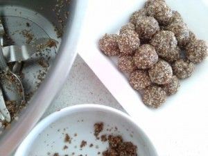 Apricot and date bliss balls (nut free, paleo, gluten free, dairy free, egg free, sugar free) | Wholesome Kids