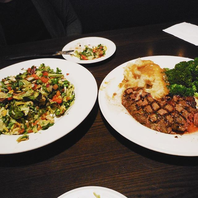 Yum yum 👅 @hardrockcafe @hollywoodandhighland #hardrockcafe #hardrock #hollywood #steak #sarada #vegetables #food #la #california #travel #ロサンゼルス #ハリウッド #ハードロックカフェ #サラダ #ステーキ #旅行ステーキ,sarada,サラダ,hollywood,ハードロックカフェ,vegetables,food,hardrockcafe,steak,travel,ロサンゼルス,hardrock,ハリウッド,la,旅行,california