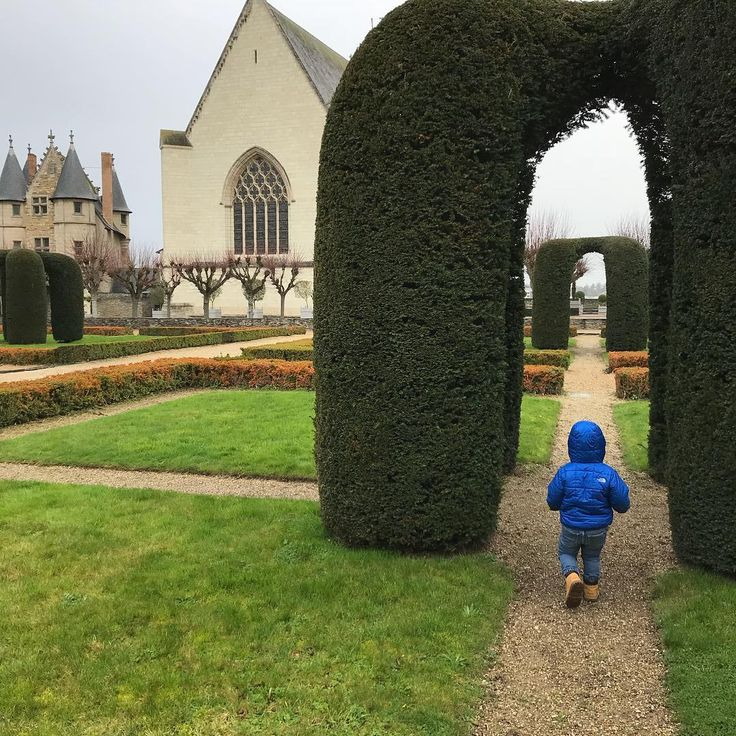 the gardens of @chateau_angers with the tiny page boy in training #nanny #nannylife #aupairlife #aupair #france #nannylife #nanny @chateau_angers