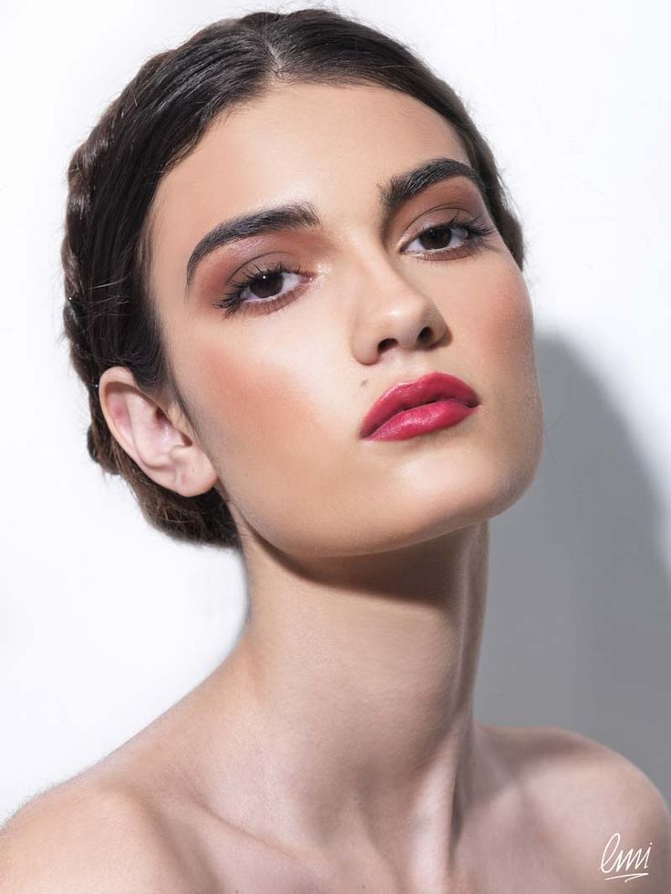 Make-up with red lips and brown eye! Ideal during the day!