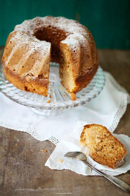 Apfel-Gugelhupf mit Zimt und Nüssen Sehr lecker! Gut auch in großen Muffinformen, dann nur 30 min. backen.