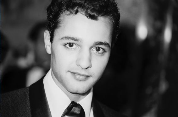 "#Pizza #Murder #Hollwood:Sal Mineo One of the first Hollywood stars to openly refer to himself as bisexual, Sal Mineo began his acting career as Plato, an apparently gay teenager in 1955's ""Rebel Without a Cause."" Mineo was stabbed to death by a pizza delivery man in 1976. At the time, he was in a six-year relationship with a fellow actor Courtney Burr."