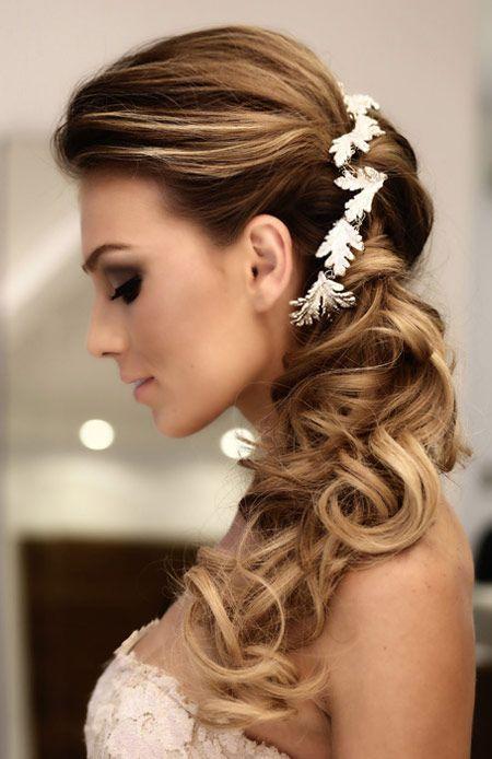 Acconciatura sposa semi raccolta con capelli lunghi mossi - Lei Trendy