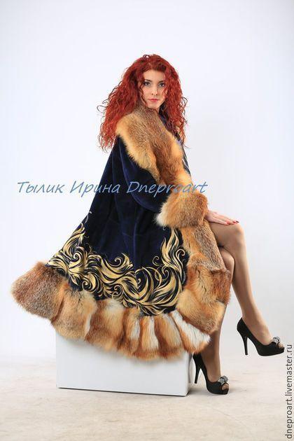 Купить или заказать Пальто 'Зимняя сказка'из синей замши с мехом лисы в интернет-магазине на Ярмарке Мастеров. Пальто выполнено из натуральной замши глубокого темно синего цвета,отделка рыжая лиса,длина пальто 110,рост модели 170,ручная роспись специальными красками,не смываются,не стираются,утеплено до -15,под заказ в любом цвете замши,любой длины,с рисунком и без,цена указана за пальто с капюшоном и с мехом рыжей лисы,цена за отделку другим видом меха оговаривается.
