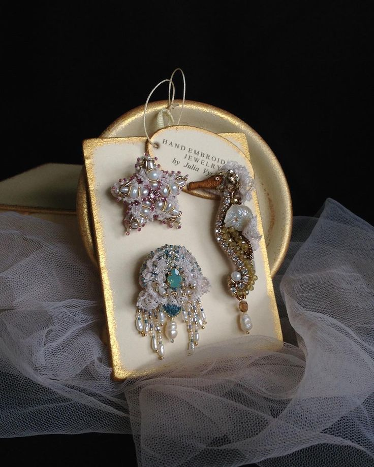#brooch #jewelry #lunevilleembroidery #set #handmade #hautecouture #handembroidery #брошь #ручнаяработа #вышивка #вышитыеукрашения #морскаязвезда #морскойконек #медуза #seacreature
