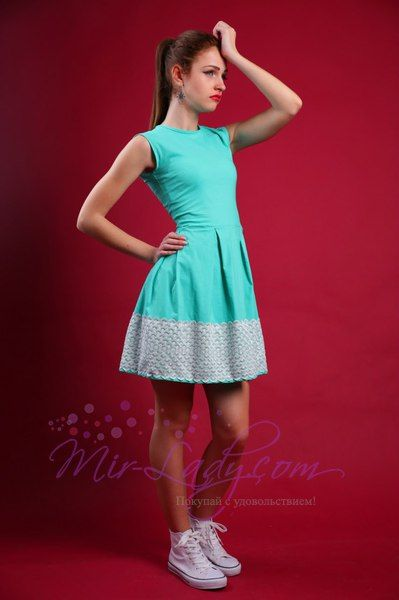 Ирина Шейк в летнем платье на модной вечеринке в Лондоне (фото)