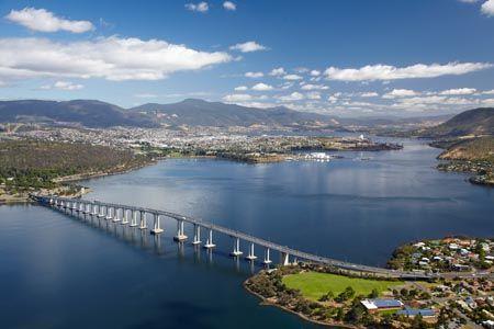River Derwent and Tasman Bridge, Hobart, Tasmania, Australia - above-australia.com