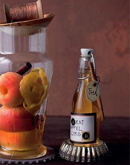 Roasted apple liqueur - Bratapfellikör - Selbstgemacht: Geschenke aus der Küche - [LIVING AT HOME]
