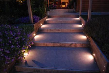 verlichting trap naar tuin of verlichting aan de zijkant van de bakken