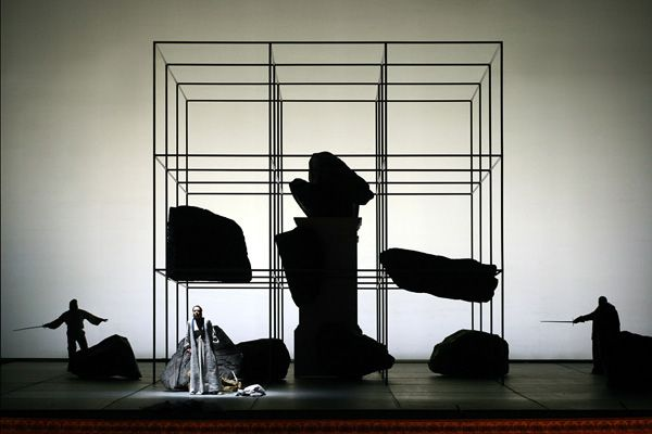 Questa immagine e le tre successive illustrano gli effetti di illuminazione cromatica ottenibili con l'impiego di un Fondaleretroilluminato realizzato in questo caso con il film RTE-Temporale.    [hr]TeatroSanCarlo,DieWalküre[hr]