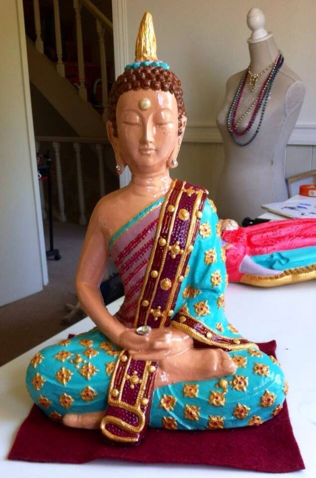 Buda de yeso, acrílico cubierto de Resina