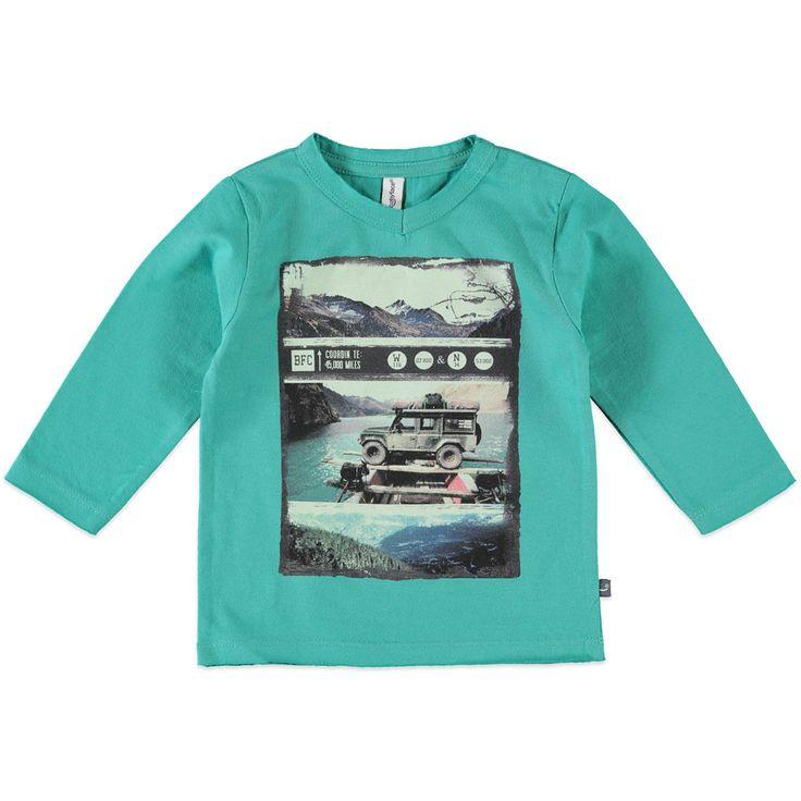 Babyface T-shirt met V-hals en lange mouw voor jongens in de kleur groen. Dit tricot T-shirt van Babyface, uit de winter collectie, is gemaakt van 100% katoen. Verkrijgbaar in de maten 68 t/m 104 en bij de linkerschouder een drukknoopsluiting. Op de voorkant een grote print en bij de hals een rafel-effect.  Artikelnummer: 6207673 Seizoen: winter Materiaal: 100% katoen