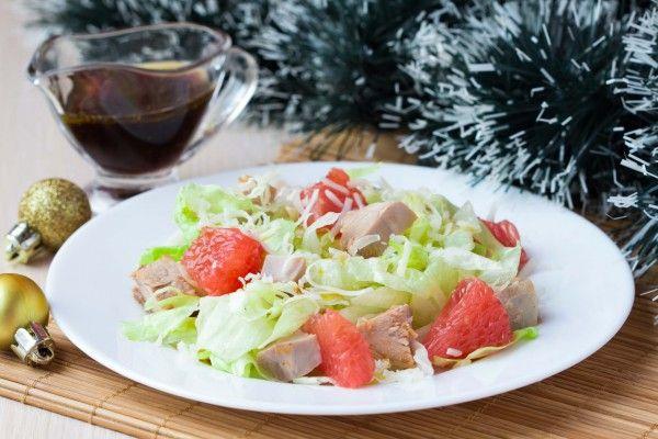 Новогодний салат из курицы с грейпфрутом, рецепт с фото