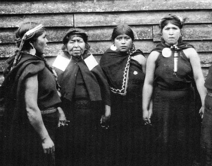 Mapuche Native Indian women from Chile