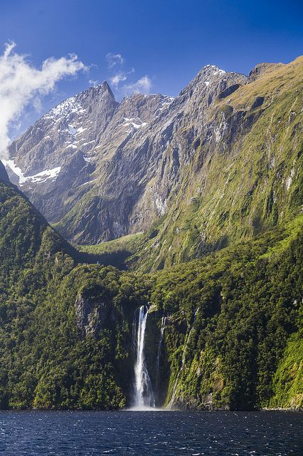 Beautiful waterfalls of Milford Sound in Fiordland, New Zealand (by Tudor ApMadoc).