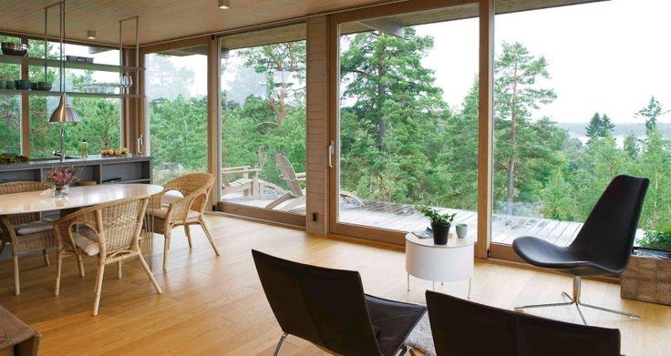 Platsbyggt KS Sommarhus av Sommarnöjen. #sommarhus #fritidhus #skandinaviskdesign #arkitektur #skärgårdshus #naturmaterial #skandinaviskarkitektur #nordiskahem #kök #skjutglaspartier