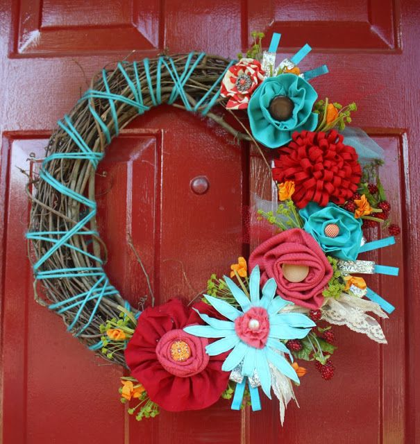 So bright and fun summer wreath, I never would have thought to use those fun colors!