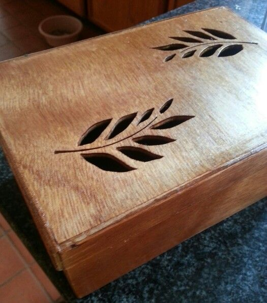 Handmade box 2, leaves done with fret saw