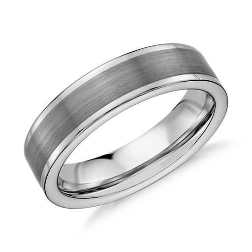 Substantial in feel, this classic wedding ring is crafted from grey tungsten carbide and features a satin finish.