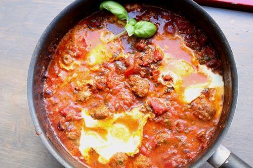 Shakshuka: een gerecht met tomaat, geroosterde paprika en ei - De keuken van Ursie
