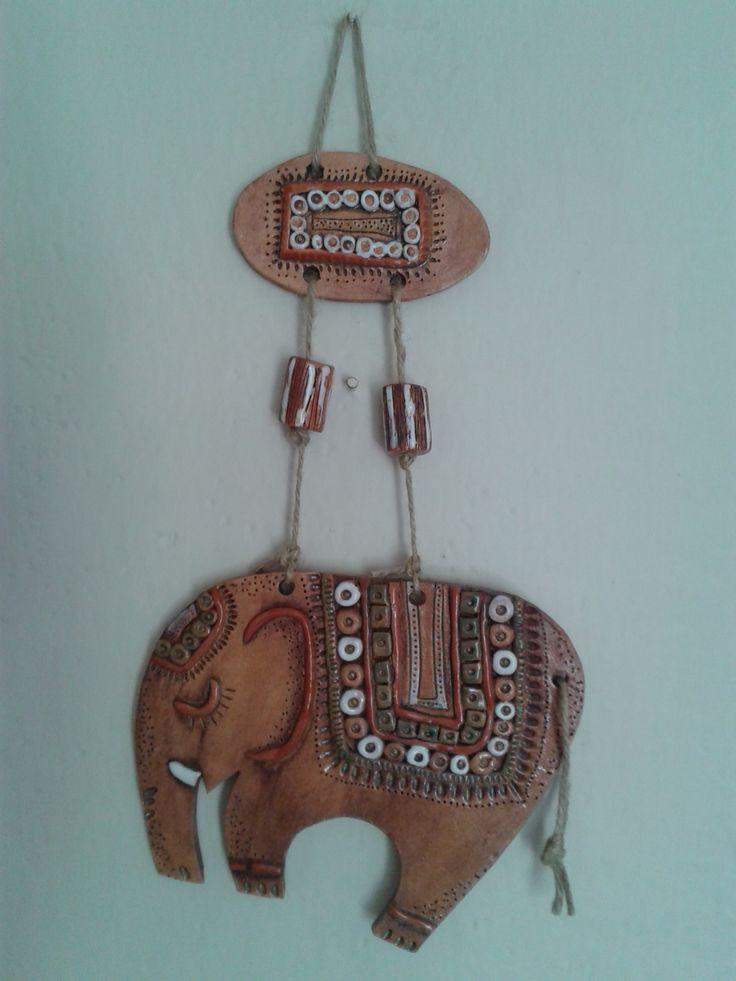 Slon z keramiky dekorace na zeď
