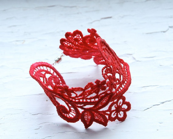 DIY lace bracelet. Use a lobster clasp and a lace applique. Dress up a plain outfit!