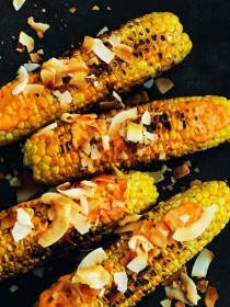 Grilled sweetcorn with sweet coconut flakes and spicy mayo