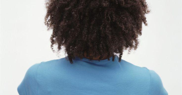 Tratamiento de queratina para el cabello rizado. La queratina es una proteína que está presente en varias partes del cuerpo humano como el cabello, la piel o las uñas. Cumple la función de dotar de mayor consistencia y resistencia dichas zonas. Esta proteína va perdiéndose poco a poco con el proceso de envejecimiento y la exposición a diferentes elementos como el sol, el agua o el cloro, entre ...