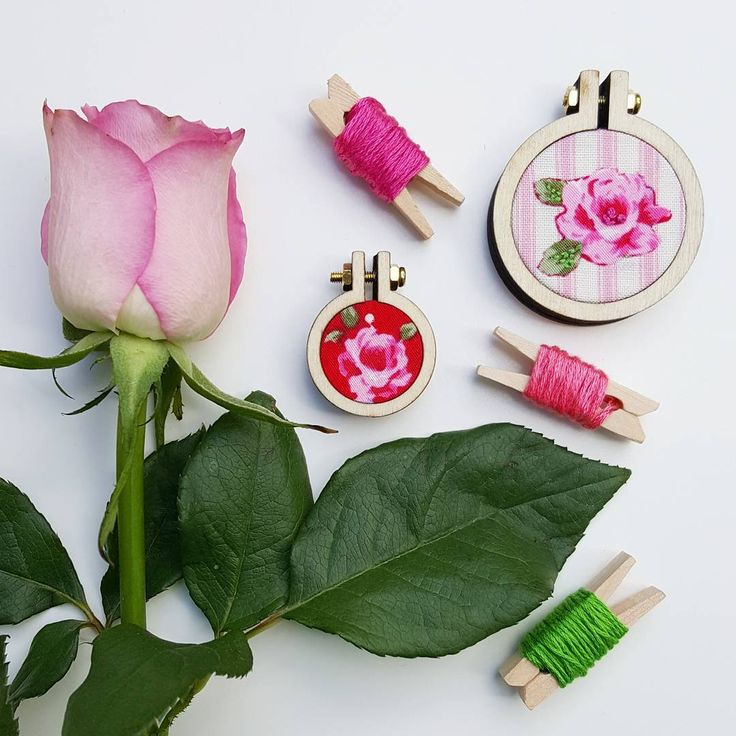 Mini embroidery hoops inspired by Spring and the flower joy that it brings!