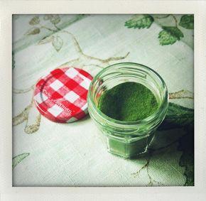 Farina di spinaci  qui   http://www.untoccodizenzero.it/index.php/ricette/verdure/puree-di-patate-verde-gia-verde/ #untoccodizenzero #essiccatore #trespade
