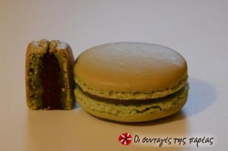 Μια αναλυτική (όσο μπορούσα) περιγραφή για το πως θα δημιουργήσετε τα δικά σας αυθεντικά Γαλλικά macaron. Οι 3 γεμίσεις είναι ενδεικτικές αλλά και οι καλύτερες που έχω δοκιμάσει :)