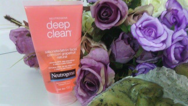 Deep Clean, a salvação da minha pele Deep Clean Grapefruit é um sabonete facial da Neutrogena, segundo a empresa limpa profundamente os poros, removendo 99% das impurezas e a oleosidade. Sua fórmula combina o ativo beta-hidróxido com extrato natural de grapefruit para uma limpeza mais profunda. Sua pele fica ultra limpa e fresca, todos os dias.